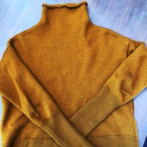 Aritzia Wilfred merino wool crop sweater